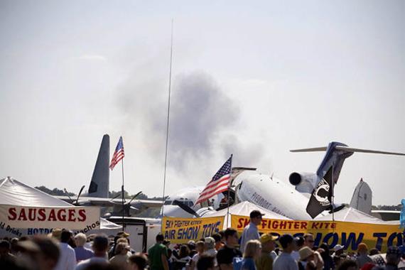美国海军蓝天使飞行表演队大黄蜂战机坠毁(图)