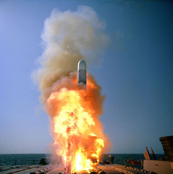 美军成功试射潜射型新式GPS战斧巡航导弹(图)