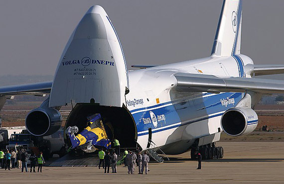 [俄罗斯《航空新闻网》2007年4月26日报道]   乌克兰扎波罗日的西奇发动机公司总经理维契斯拉夫-巴古斯拉夫宣布:研制第4批次改进型航空发动机D-18T需要约6000万美元。   他指出,D-18T发动机安装在军用运输机安-124及其货运改型安-124-100飞机上,另外在第一架试验用飞机安-225上也安装此发动机。由于计划制造的远景运输机安-124-100M-150的载重量达到150吨,因此需要发动机推力达到26吨。第4批次D-18T航空发动机推力恰好满足要求。 [上一页] [1] [2] [3