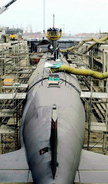 图文:巴基斯海军阿戈斯塔级潜艇正在进行维修