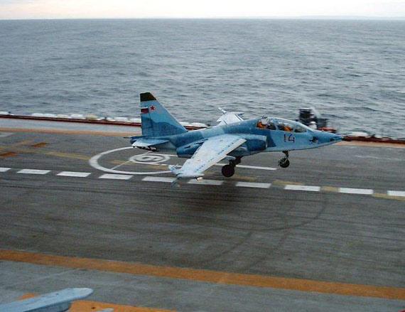通用教练/战斗攻击机:苏一25TP还是山鹰(图)