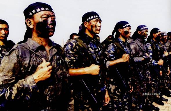 图文:解放军海军陆战队队员