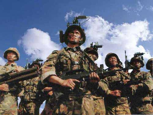 图文:携带各种装备的侦察分队