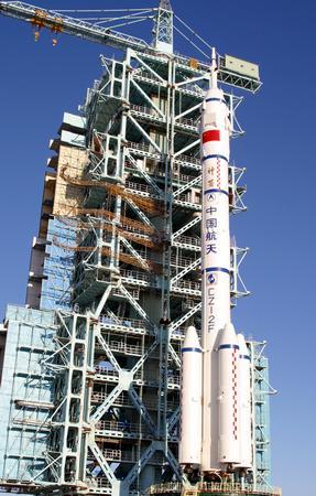 图文 运载神舟五号的长征火箭