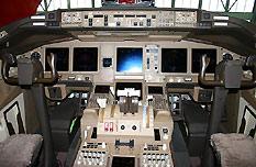 波音777-200LR驾驶舱