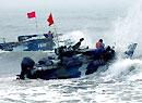 中国海军陆战队两栖装甲战车实施泛水突击