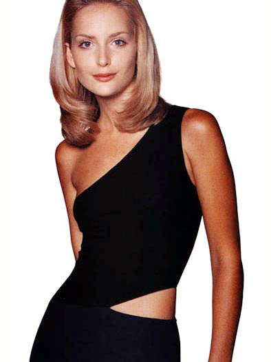 1975年9月1日   国籍:南非   头发颜色:浅棕色   眼睛颜色:蓝绿色