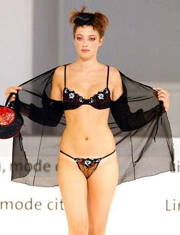 2002里昂女性内衣时装展