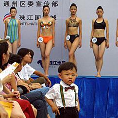 图文:模特大赛上的小帅哥和大美女