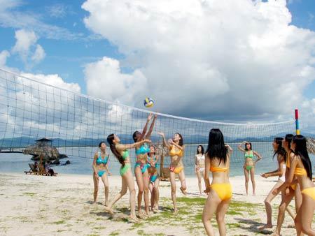 图文:美女海南三亚沙滩排球秀