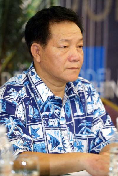 图文:三亚市政府副秘书长出席新闻发布会