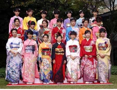 大家都穿上了日本和服