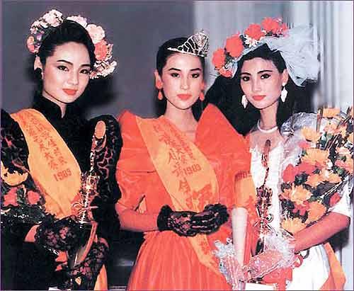 模特大赛在广州举行,叶继红(中)获得冠军,柏青(左)和姚佩芳(右)分获