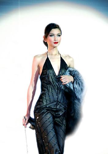 模特展示歌力思女装