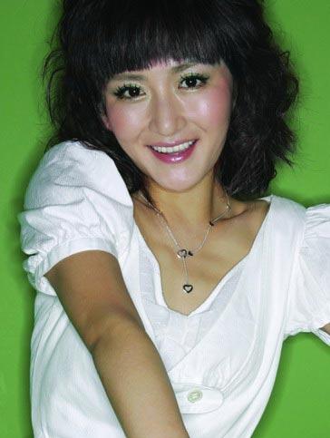 组图:明星发型榜样 小魔女谢娜17款俏丽发型(5)图片