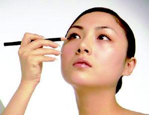 靓妆:打造夏日清澈眼妆(图)