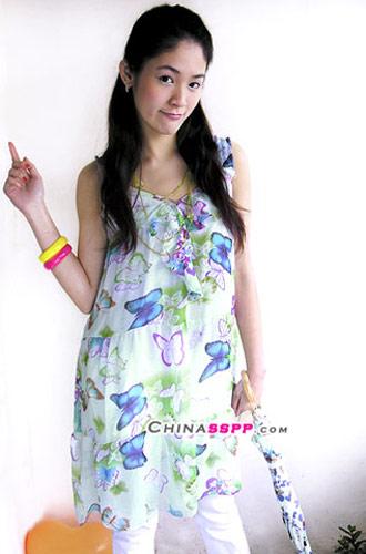 清新/雪纺的裙装清新飘逸,搭配的白色裤子提升成熟气质