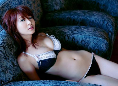 日本女艺人日本性感内衣性感内衣女日本三点内衣