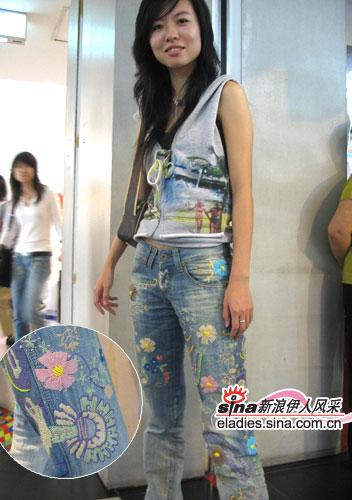 组图:北京街头美眉睡衣搭配抓拍(8)美女牛仔晚上图片