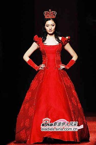 红色服装造型手绘图
