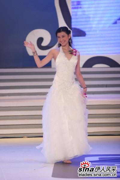 2001年丝路模特大赛女冠军甄妮,2001年男冠军张信哲,2003年冠军肖青