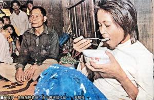 疑被野人绑架柬版女泰山(图)