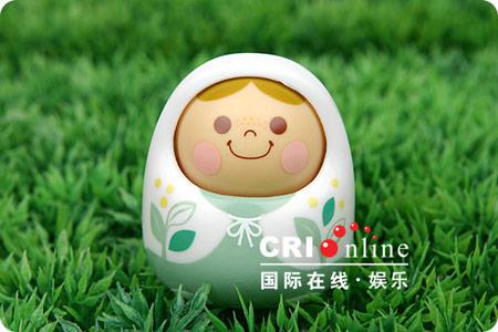 组图:蛋壳向阳娃娃绽放可爱笑容(10)