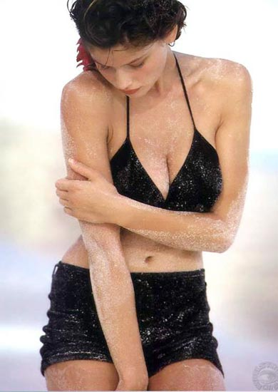 法国性感名模拉伊迪大胆拍封面写真