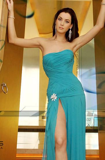 肏屄小妹_她是一个钢琴手,少女时代还赢得过几项地区体操冠军头衔.