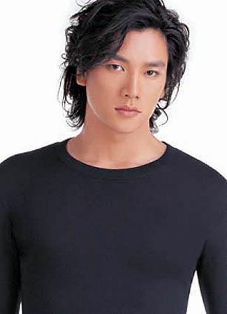 时装模特大赛最佳广告男模特 2001年新丝路中国模特大赛总决赛冠军