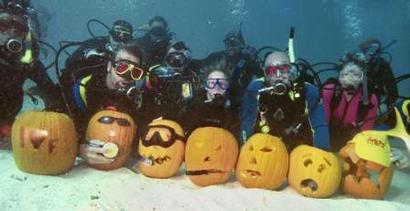 2003美国佛罗里达水下万圣节(组图)