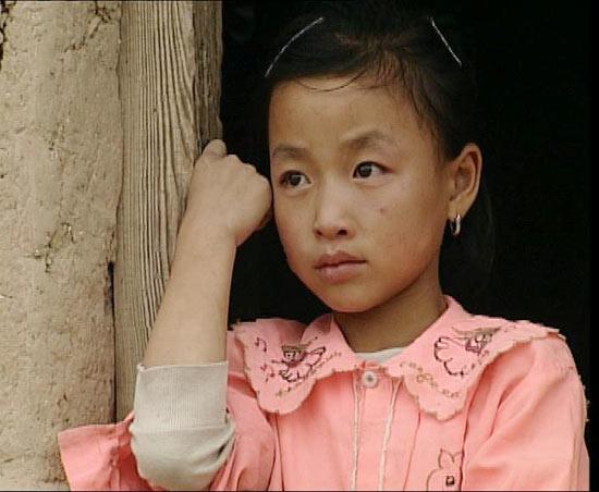 揭密母亲水窖形象大使--贫苦女孩李涛涛(图)