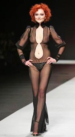 模特正在展示设计师最新作品