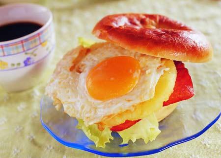 低热量美味:凤梨火腿蛋焙果(图)