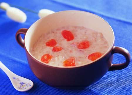 清毒美白:草莓薏仁优格(图)