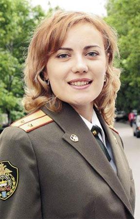 叶莲娜扎莫京娜中尉a中尉美女娇羞图片