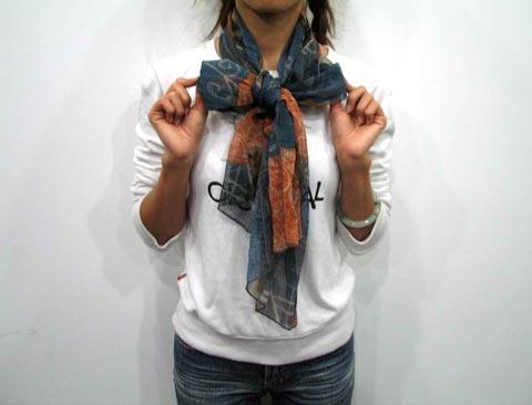 组图:长丝巾扇形蝴蝶结系法(3)图片