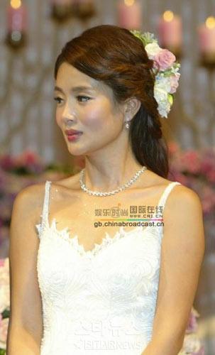 韩国美女金媛熙结束13年恋情和男友步入婚礼殿堂