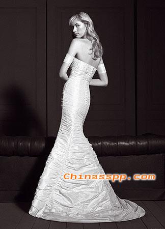 组图:黑白婚纱照展现复古风情(5)