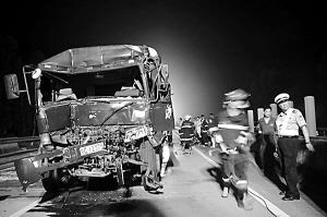 茂湛高速公路昨日车祸造成一死三伤