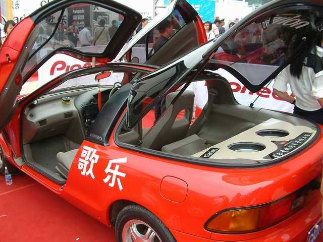 汽车文化节开幕.汽车音响和汽车改装作为汽车文化的主要组成部高清图片