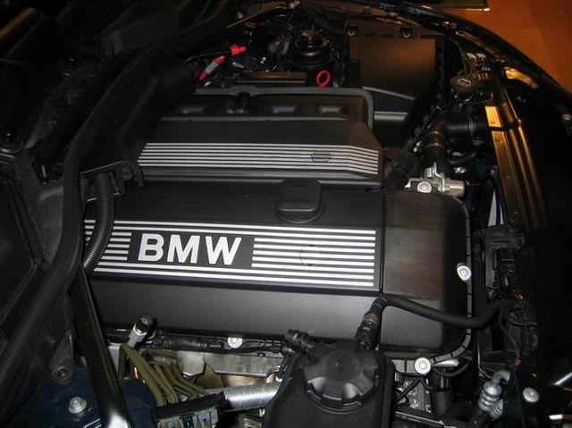 国产宝马530i发动机高清图片