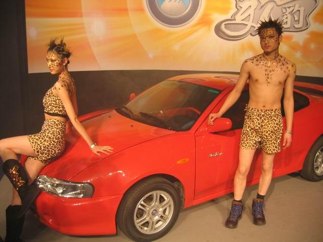 豹哥豹妹展示美人豹跑车