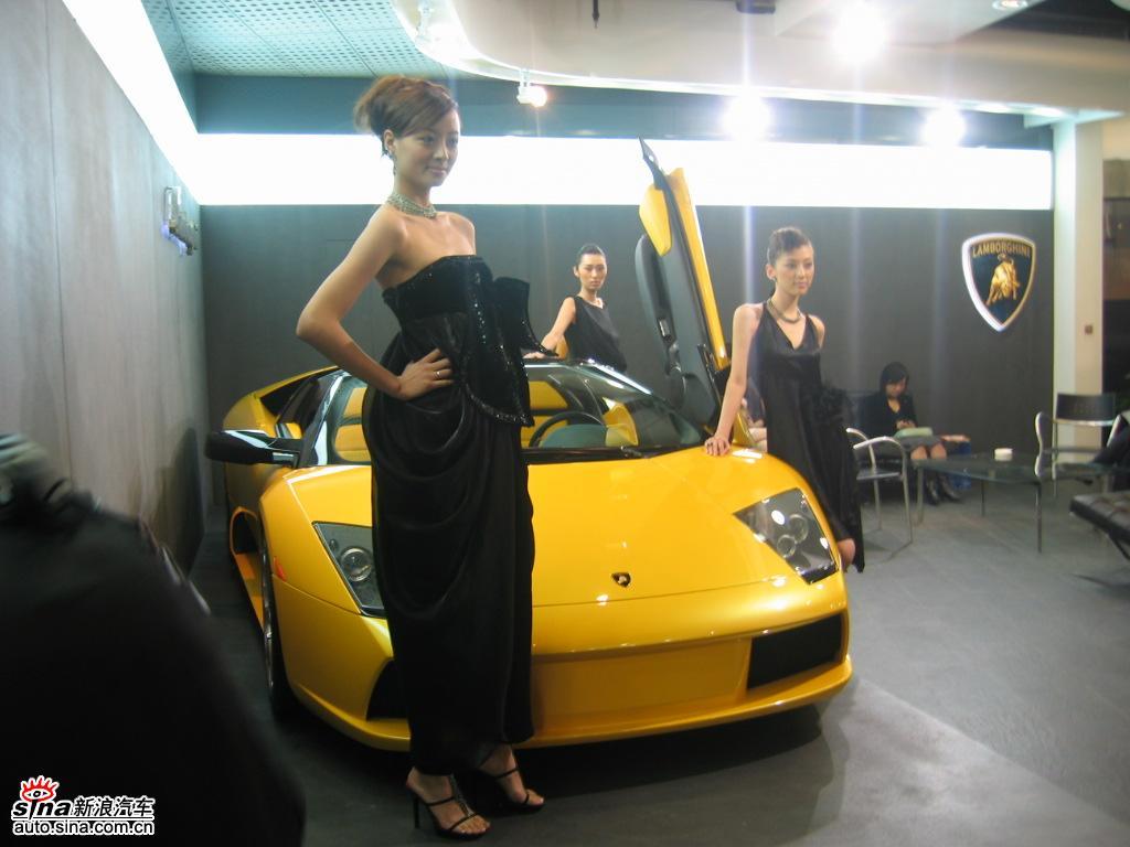 美女车模与兰博基尼跑车