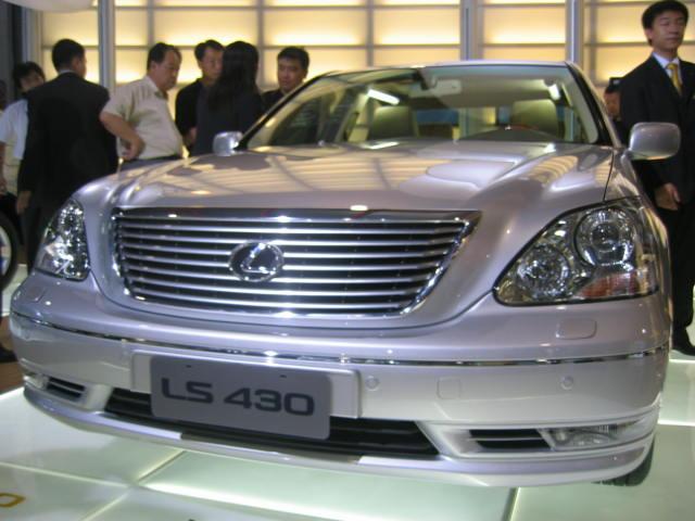 北京/图为2004年北京车展丰田集团参展车型凌志430。