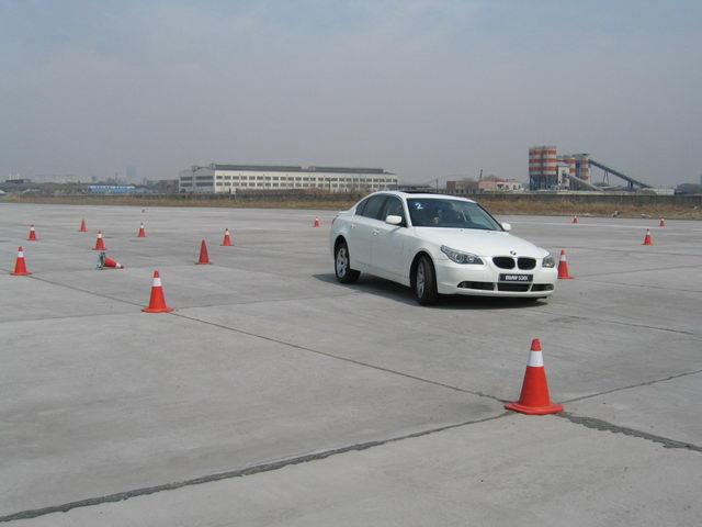 汽车 转向系统 主动 bmw/体验BMW主动式转向系统