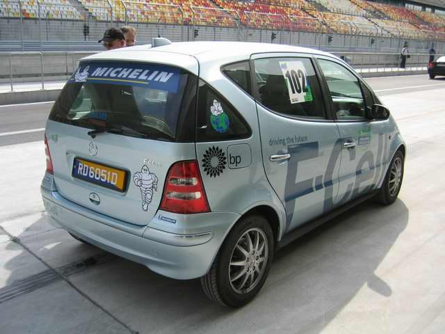 """奔驰""""F-Cell""""氢燃料电池车"""