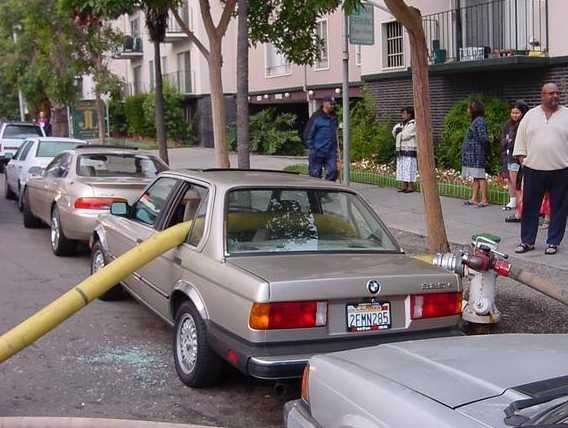 宝马停车也不能停在消防栓边上