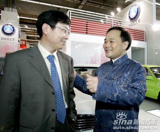吉利董事长李书福巧遇奇瑞总经理尹同耀