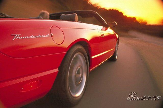 04款福特Thunderbird外观